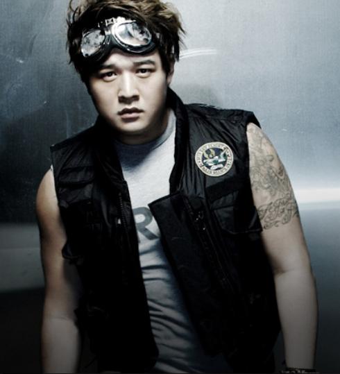 Shindong-Super-Man-super-junior-24744350-490-539